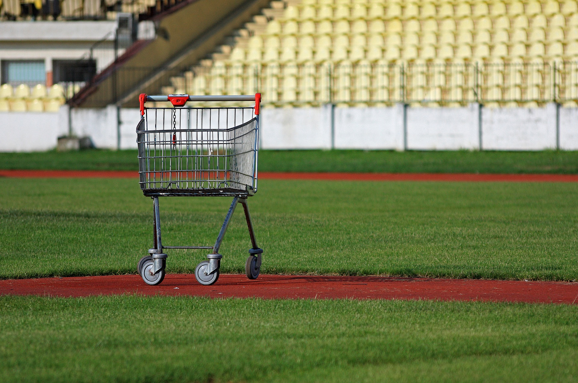 You don't like abandoned carts, right? Lucky for you, there's an email you can use to bring customers back and reclaim those sales.