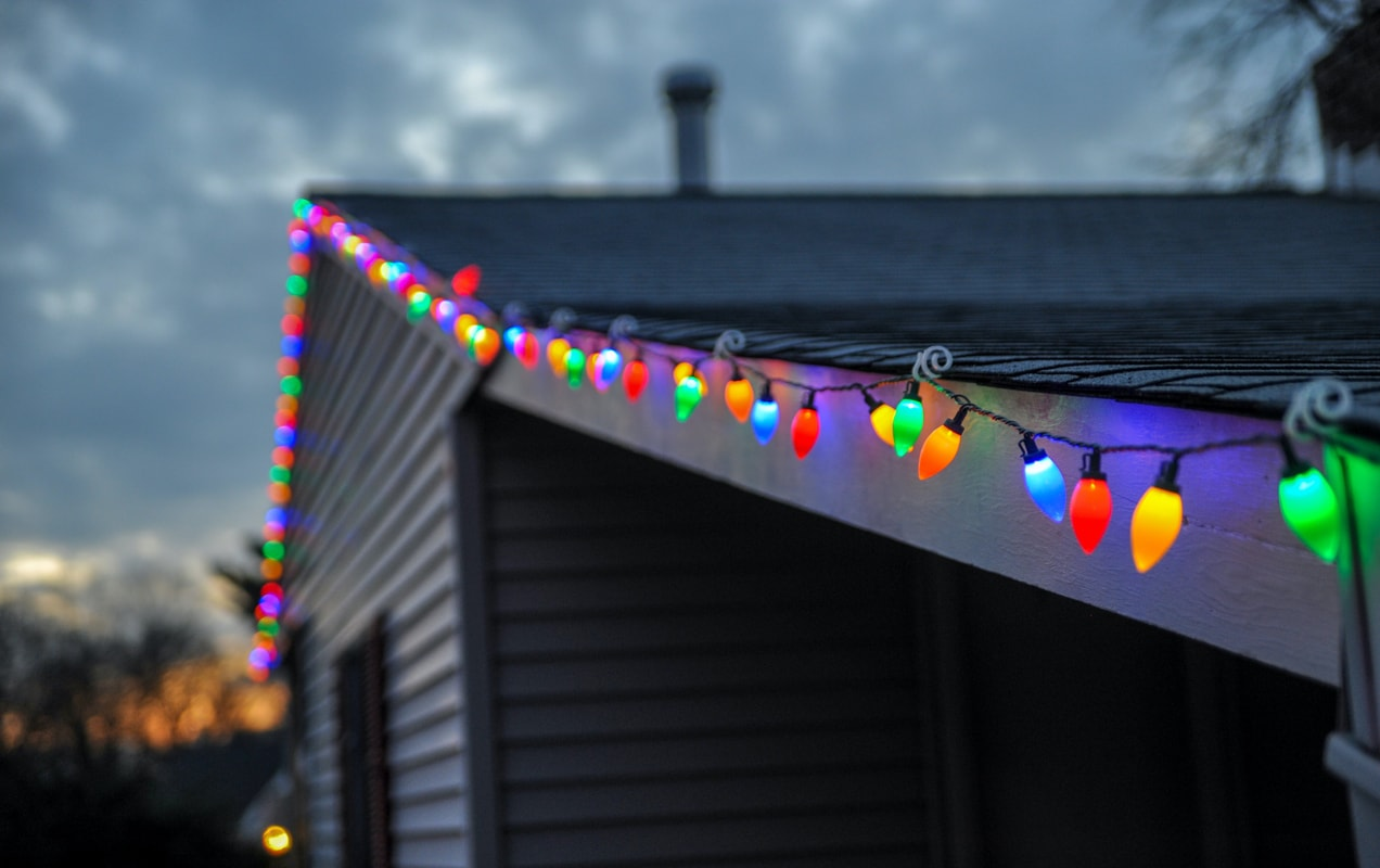holiday lights on a roof